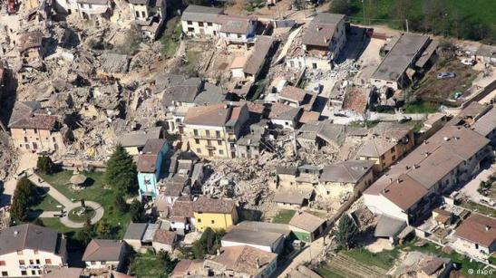 Seven experts who faced prison terms for failing to give adequate warning of an earthquake in central Italy in 2009 have been acquitted on appeal.