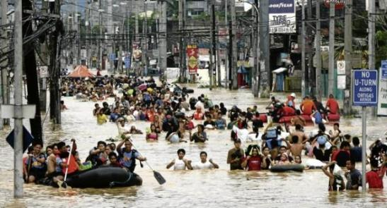 Rescuers ferry stranded residents from their houses due to floods caused by Typhoon Ondoy along Ortigas in Cainta Rizal. INQUIRER FILE PHOTO