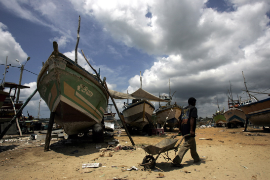 A fishing trawler damaged by the December 2004 tsunami under repairs at the Kudewella boat repair centre in Sri Lanka with assistance from FAO. Photo: FAO/Prakash Singh (file)
