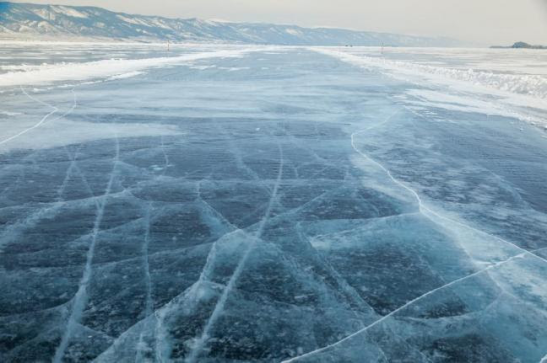 """Solar scientists predict that the Earth will enter a """"mini ice age"""" around 2030 due to decreased activity by the sun, which will bring with it frigid cold winters. The last time the Earth experienced a similar situation occurred between 1645 and 1715. Photo: Albina Tiplyashina / Shutterstock"""