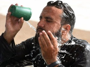 As many as 5,000 people died of the heatwave in Pakistan and India during May and June. PHOTO: AFP