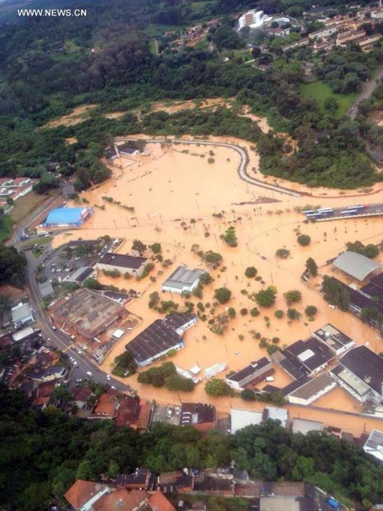 SAO PAULO, March 12, 2016 (Xinhua) -- Aerial view of a flooded zone as a consequence of the rainstorms in Franco da Rocha town, to 26km from northern city of Sao Paulo, Brazil, on March 11, 2016. According to local press, at least 15 people have died of the landslides and other disasters caused by rainstorms between late Thursday and early Friday in the metropolitan region of Sao Paulo. (Xinhua/Marcel Naves/Agencia Estado)
