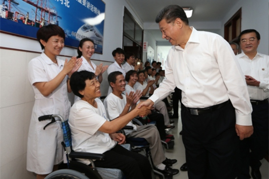 President Xi Jinping visits survivors of the 1976 Tangshan earthquake at a nursing home in Tangshan, Hebei province, on Thursday. The magnitude-7.8 earthquake killed more than 240,000 people.[Photo/Xinhua]