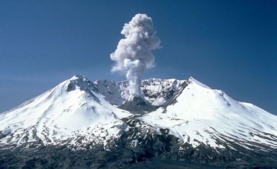 A plume of steam and ash billowing out of Mt. Saint Helens in 1982, two years after the most destructive eruption in US history. Image: Wikimedia