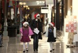 shoppers-scurry-for-last-minute-christmas-purchases