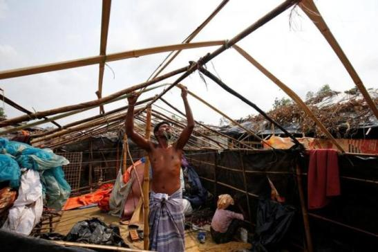 Rohingya refugee man rebuilds his makeshift house which has been destroyed by Cyclone Mora at Balukhali Makeshift  Refugee Camp in Cox's Bazar